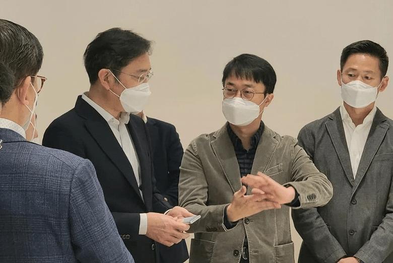 Samsung showed the folding smartphone live